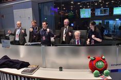 ESA control room cheers as Philae separates from Rosetta.  #67P #cometlanding