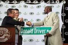Donald Driver retirement guys I like--DD and the Gov:) Nfl Playoffs, Nfl Football Teams, Donald Driver, Green Bay Packers Fans, Go Pack Go, Football Conference, True Happiness, National Football League, Cool Words