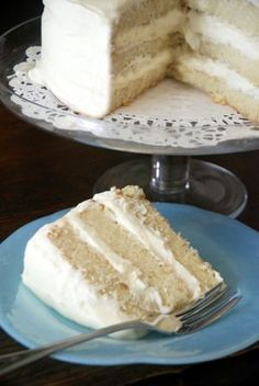 """Snow White Cake ~ I am thrilled to find this recipe, since white cake is actually my favorite cake """"in the whole wide world"""" to quote my granddaughter #whitecakerecipes"""