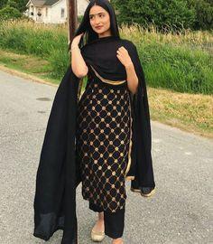 Best Trendy Outfits Part 8 Punjabi Suits Designer Boutique, Indian Designer Suits, Patiala Suit Designs, Kurti Designs Party Wear, Dress Indian Style, Indian Fashion Dresses, Designer Kurtis, Designer Sarees, Pakistani Dress Design