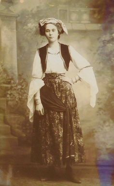 Photo postcard of an unidentified actor as Ruth in an unauthorized 1911 production…