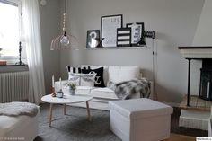 soffa,bord,ikea,lampa,vitt,grått,svart,vardagsrum