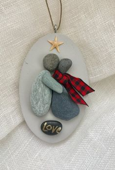 This is us pebble couple/pebble art/pebble couple wall art or Stone Crafts, Rock Crafts, Arts And Crafts, Family Ornament, Pebble Pictures, Rock And Pebbles, Rock Decor, Rock Design, Shell Art