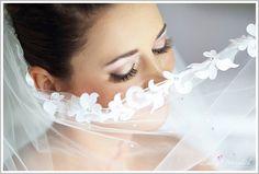 Beautiful @ianstuartbride bride laser it lace edged veil #veillove  #weddings