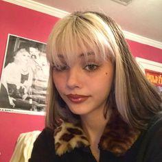 did a Bratz inspired makeup look💄👠✨ Hair Color Streaks, Hair Highlights, Blonde Streaks, Dye My Hair, New Hair, Gefärbter Pony, Hair Inspo, Hair Inspiration, Split Dyed Hair