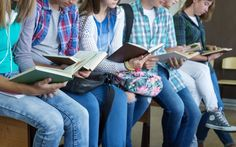 'Mens sana in corpore sano' o los beneficios de la lectura en tu cuerpo y mente. Son muchos más los beneficios que la lectura tiene sobre nosotros que los daños que ésta nos pueda ocasionar. Beneficios hay múltiples identificados, y que son fruto de estudios e investigaciones. Daños no hay identificados, aunque algunos dirán que esto depende de lo que se lea. Y es que la lectura fortalece el cerebro, mejora la salud, desarrolla el conocimiento de los a niños y nos ayuda en distintos aspectos…