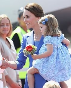 The Duchess and her daughter, Princess Charlotte, bids farewell to Poland ❤️ July 19th 2017 : Chris Jackson / Getty Images #princesscharlotte #duchessofcambride #katemiddleton #weadmirekatemiddleton #princegeorge #princewilliam #dukeofcambridge #royals #royal #royalfamily #england #britishroyals #royaltourpoland via ✨ @padgram ✨(http://dl.padgram.com)