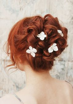 kinda wish my hair was this color. just so i could do this.