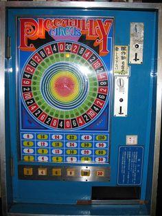 Showa Period, Showa Era, Vending Machines In Japan, Penny Arcade, Vintage Video Games, Retro Arcade, I Cool, Retro Toys, Retro Aesthetic