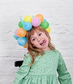 Andrea von We like Mondays zeigt heute, wie man schnell und schön eine Geburtstagskrone fürs Kind basteln kann. Das ist nämlich Tradition bei ihr zuhause, das man so eine am Ehrentag trägt!
