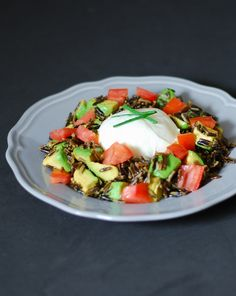 Avocado burrata cheese wild rice salad - Ensalada de arroz salvaje con aguacate y burrata