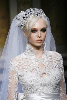 Abiti da sposa Zuhair Murad - www. Zuhair Murad Mariage, Zuhair Murad Bridal, Bridal Headpieces, Bridal Hair, Dream Wedding, Wedding Day, Wedding Veils, Hair Wedding, Beautiful Bride