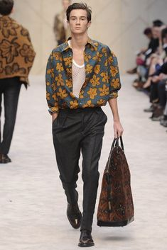 Burberry Prorsum Men's RTW Fall 2014 – Slideshow – Runway, Fashion Week, Fashion… – Men-Women Fashion Trends Fashion Images, Look Fashion, New Fashion, Runway Fashion, Trendy Fashion, Fashion Trends, Fall Fashion, Fashion Clothes, 1960s Fashion Mens