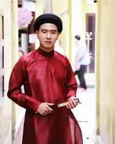Ngu Than shirt for men in Nguyen - Viet costumes (Traditional costume . Vietnamese Men, Vietnamese Clothing, Vietnamese Dress, Vietnamese Traditional Dress, Traditional Dresses, Ao Dai Men, Ao Dai Vietnam, Classic Beauty, Chiffon Dress