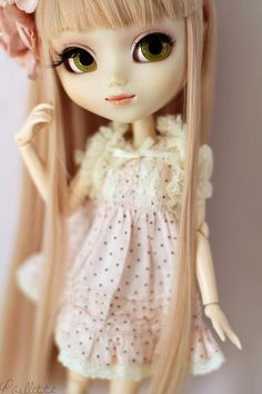 Pullip with long straight hair <3