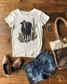 Black Angus Prickly Pear Saguaro ...does it get any better?! Well it does when you add in Ariat Cruisers & Shorts!! #andthatcohidetote #summerlovin #savannah7s #S7sSummer