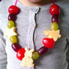 Deze gezonde traktatie is leuk voor een kinderverjaardag maar ook als gezonde snack bij de avondvierdaagse! Dit recept kun je makkelijk aanpassen aan de smaak van jouw kinderen. http://dekinderkookshop.nl/recepten-voor-kinderen/gezonde-snoepketting/