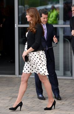 Kate Middletons Tiny Purse Collection | Photo Gallery - Yahoo! Shine Photo by: Getty Images Middleton paired a polka dot Top Shop dress with a simple black clutch when she attended the Warner Bros. Studio Tour London on April 26, 2013 in Watford, England