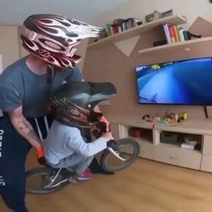 Funny Prank Videos, Funny Videos For Kids, Funny Short Videos, Montain Bike, Best Bmx, Wow Video, Bike Photography, Cute Gif, Funny Relatable Memes