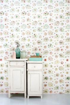 Lief behang met bloemen van #Studio Ditte. Leuk voor de meidenkamer of voor een romantisch interieur