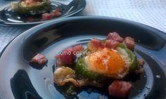 Ingredientes para 6 raciones: 6 huevos de codorniz 2 pimientos verdes, tipo italiano Taquitos de jamón Aceite de oliva virgen extra Sal marina natural Pimentón rojo dulce o picante, al gusto Elabor...