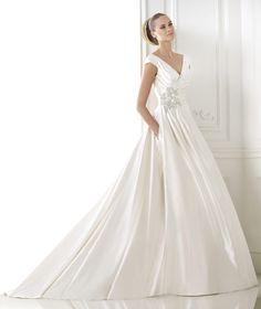 BLITHE - Taffeta wedding dress with pockets. Collection 2015 GLAMOUR | Pronovias