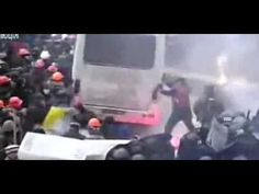 Clashes in Kiev after protest ban