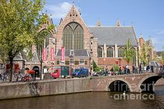 Oude Kerk (Old Church) by the Oudezijds Voorburgwal canal, city of Amsterdam, Holland, Netherlands.