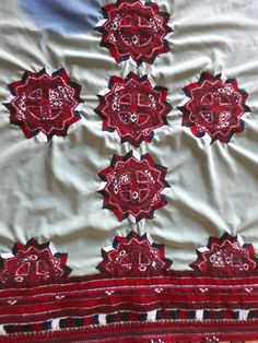 Embroidery Neck Designs, Embroidery Dress, Hand Embroidery, Backyard Wedding Pool, Balochi Dress, Kutch Work, Dress Picture, Health And Beauty Tips, Beautiful Outfits