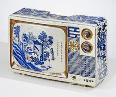 jesuisperdu: ufansius: TV No. 7 - Ma Jun best thing i've seen in a long time (via umajor) Porcelain Ceramics, Ceramic Art, Sculpture Art, Sculptures, Kitsch, Blue And White China, Kintsugi, China Patterns, Clay Art