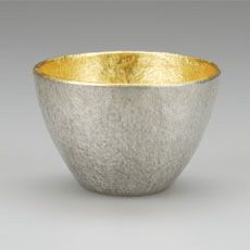 Nousaku : Large Sake Cup [gold], Best Nippon Design, since Takaoka City, Toyoma Prefecture Japanese Handicrafts, Gold Interior, World Of Color, Japanese Design, Vase, Coffee Love, Ceramic Pottery, Food Pictures, Metal Working