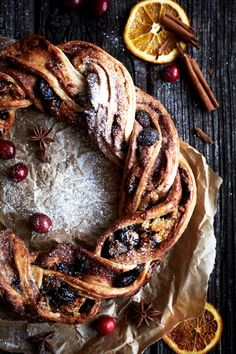 Winter food <3 Cinnamon, Berry and Marzipan Wreath