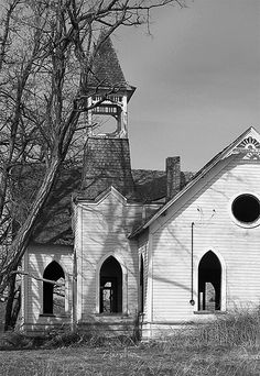Old Church in Central Oregon ~ love the look of old chuches Abandoned Churches, Old Churches, Abandoned Places, Old Country Churches, Take Me To Church, Church Architecture, Cathedral Church, Church Building, Central Oregon