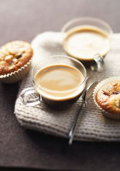 Black coffee crema plus fruit muffins) for nice branch with friend)