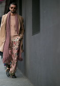 All the best street style looks from Milan Men's Fashion Week Fall Milan Men's Fashion Week, Mens Fashion Week, Cool Street Fashion, Hippie Party, Thrift Fashion, Indie Fashion, The Man Show, Sharp Dressed Man, Textiles