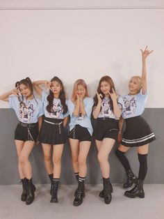 Image about kpop in ❀ ɪᴛᴢʏ ❀ by 맨디 on We Heart It Kpop Girl Groups, Korean Girl Groups, Kpop Girls, Stage Outfits, Kpop Outfits, Bts K Pop, Mode Rose, New Girl, Pop Fashion