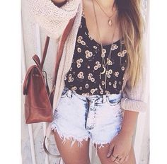 Image via We Heart It #beauty #casual #clothes #denim #floral #hair #hairstyle #outfit #photography #style #sunflowers #ombre