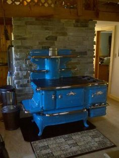 Discover thousands of images about Would love this in 'Purple' - CAST IRON STOVE - Glenwood K Woodstove with gas side cart '' - In Blue. Wood Burning Cook Stove, Wood Stove Cooking, Kitchen Stove, Old Kitchen, Vintage Kitchen, Kitchen Decor, Antique Wood Stove, How To Antique Wood, Alter Herd