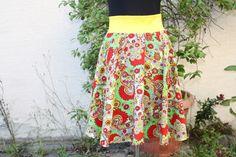 Tellerröcke - Rock Tellerrock gelb grün Hippie flower rot   - ein Designerstück von trixies-zauberhafte-Welten bei DaWanda