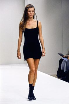 Prada Spring 1994 Ready-to-Wear Fashion Show - Prada Dress - Ideas of Prada Dress - Prada Spring 1994 Ready-to-Wear Fashion Show Kate Moss Fashion Moda, Runway Fashion, High Fashion, Fashion Outfits, Fashion Trends, Vogue Fashion, Prada Spring, Haute Couture Style, Kate Moss Stil