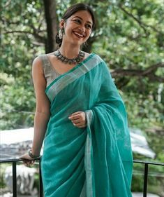That Elegance To Fall For :- Wanderlust Fashion - Saree Styles Trendy Sarees, Stylish Sarees, Simple Sarees, Cotton Saree Designs, Sari Blouse Designs, Blouse Patterns, Formal Saree, Casual Saree, Sari Bluse