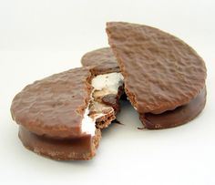 Wagon Wheels are a chocolate-coated cookie and marshmallow sandwich sold with packaging that has a Wild West theme. Apparently popular in Australia, UK and Canada (my birth country) - was just thinking about these the other day Wagon Wheel Biscuit, Wild West Theme, Moon Pies, Party Sandwiches, Sweet Memories, Childhood Memories, Baking Classes, Brownie Girl Scouts, Western Parties