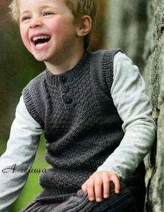 Жилет для мальчика на пуговицах спицами.  Текстовое руководство