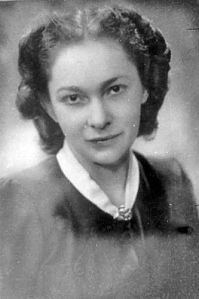 Magda Szabó was a Hungarian writer, arguably Hungary's foremost female novelist. She also wrote dramas, essays, studies, memories and poetry. Leo, William Faulkner, Celebrity Gallery, People Photography, Hungary, Budapest, Old Photos, Inspire Me, Book Worms