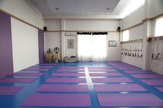 Resolvemos iniciar um Guia com escolas e estúdios de Yoga. Vamos colocar aqui as que são nossas parceiras e que conhecemos. Contamos com a ajuda de todos para montar um guia bem completo.