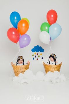 Fun baby photo idea using a few helium balloons and a couple of baskets. Kids Fashion Photography, Outdoor Photography, Children Photography, Newborn Photography, Amazing Photography, Newborn Bebe, Foto Newborn, Newborn Photos, Baby Kids