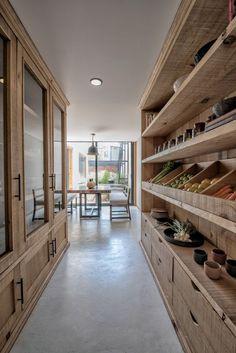 The dream kitchen storage 😍 Kitchen Pantry Design, Home Decor Kitchen, Kitchen Interior, Home Interior Design, Home Kitchens, Kitchen Storage, Kitchen With Pantry, Pantry Shelving, Kitchen Ideas