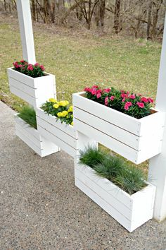 15 Affordable DIY Garden Ideas that Make Your Home Yard Amazing – Garden Projects Orchid Planters, Vertical Garden Diy, Vertical Planter, Garden Deco, Organic Gardening Tips, Garden Pictures, Diy Garden Projects, Garden Trellis, Wooden Garden