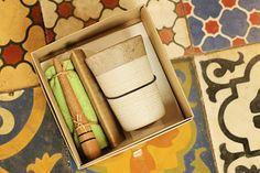 """Últimos dias para garantir o presente do seu pai aqui na Fuchic! A nossa dica de hoje é esse kit de caipirinha feito em pedra sabão e madeira.  Veja onde adquirir nossas peças em http://www.fuchic.com.br/#!enderecosfuchic/cq3z  //   Last days to buy your father's gift here at Fuchic! Our tip today is this """"caipirinha"""" kit made in soapstone and wood.  See where to get our products: http://www.fuchic.com.br/#!enderecosfuchic/cq3z"""
