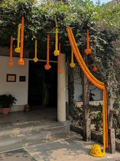 Super Simple Marigold Flower Decoration Ideas For Your Home Housewarming Decorations, Marriage Decoration, Anniversary Decorations, Wedding Stage Decorations, Engagement Decorations, Flower Decorations, Marigold Wedding, Wedding Bridesmaid Flowers, Marigold Flower